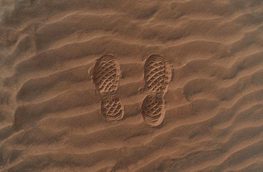 brown and gray sand art