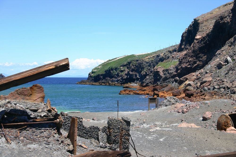 brown wooden stand on gray rocky shore during daytime