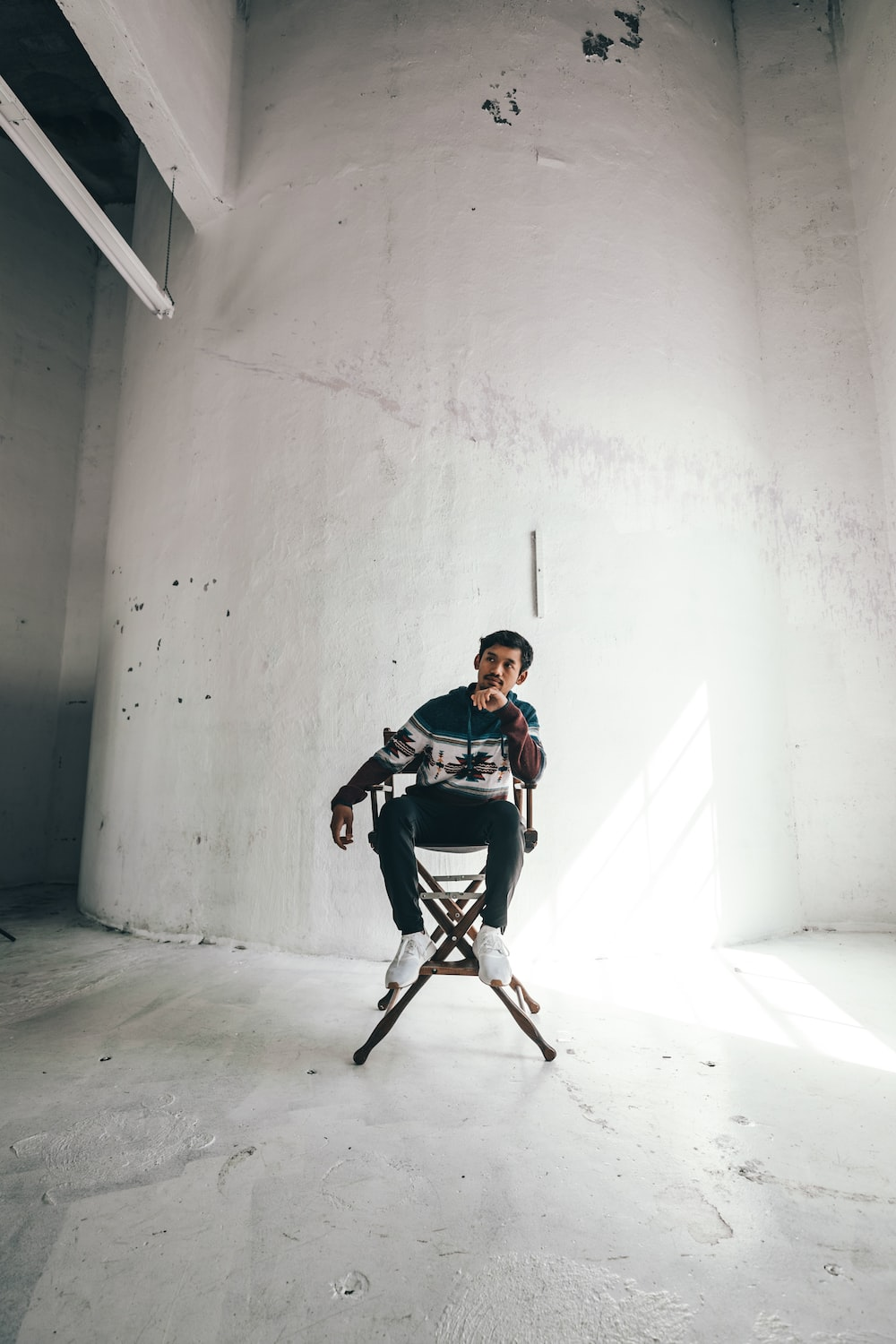 man in black and white shirt sitting on black chair