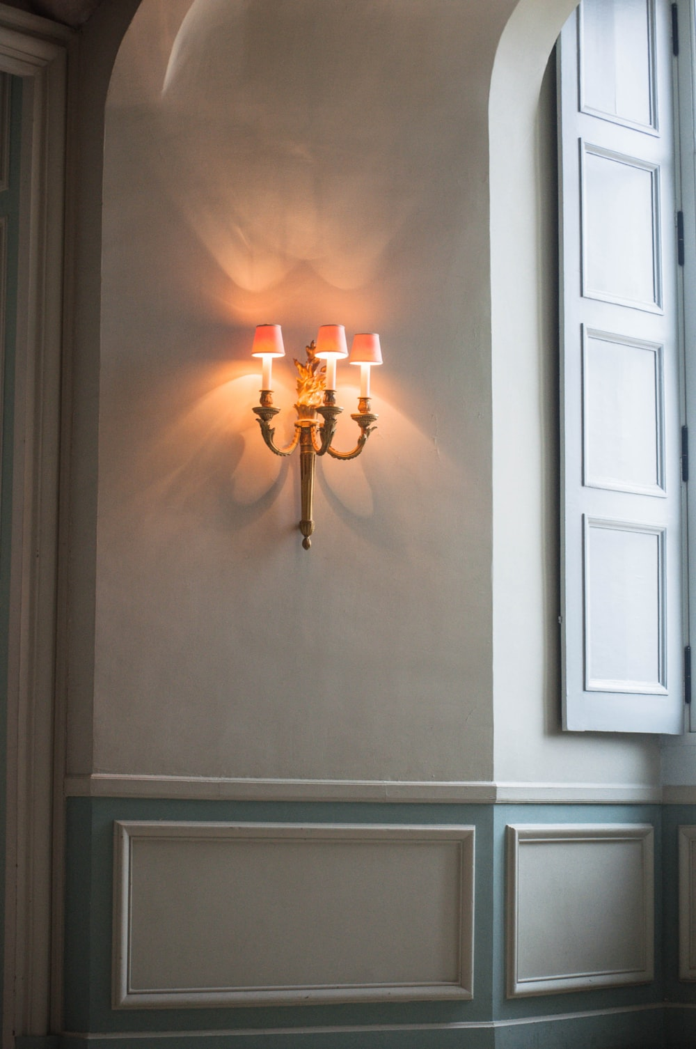brown and white uplight chandelier