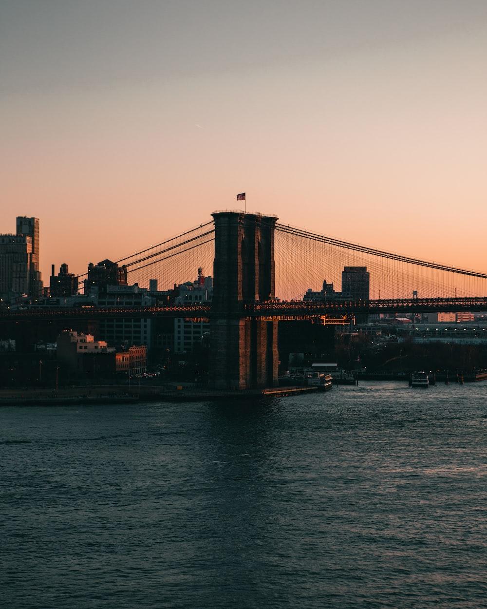 brooklyn bridge new york during daytime