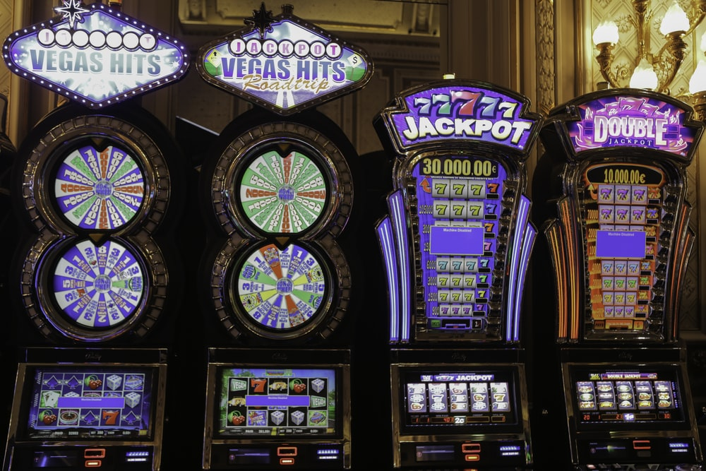 slot machine with assorted color buttons