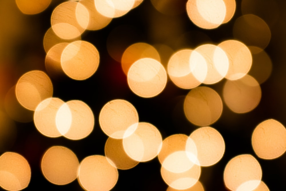 yellow and white bokeh lights