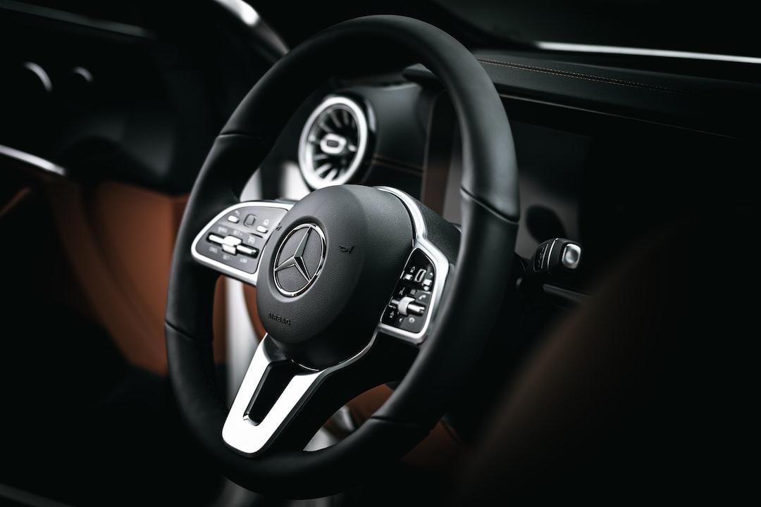 Mercedes E200 Coupe insta: @zvandrei - unsplash