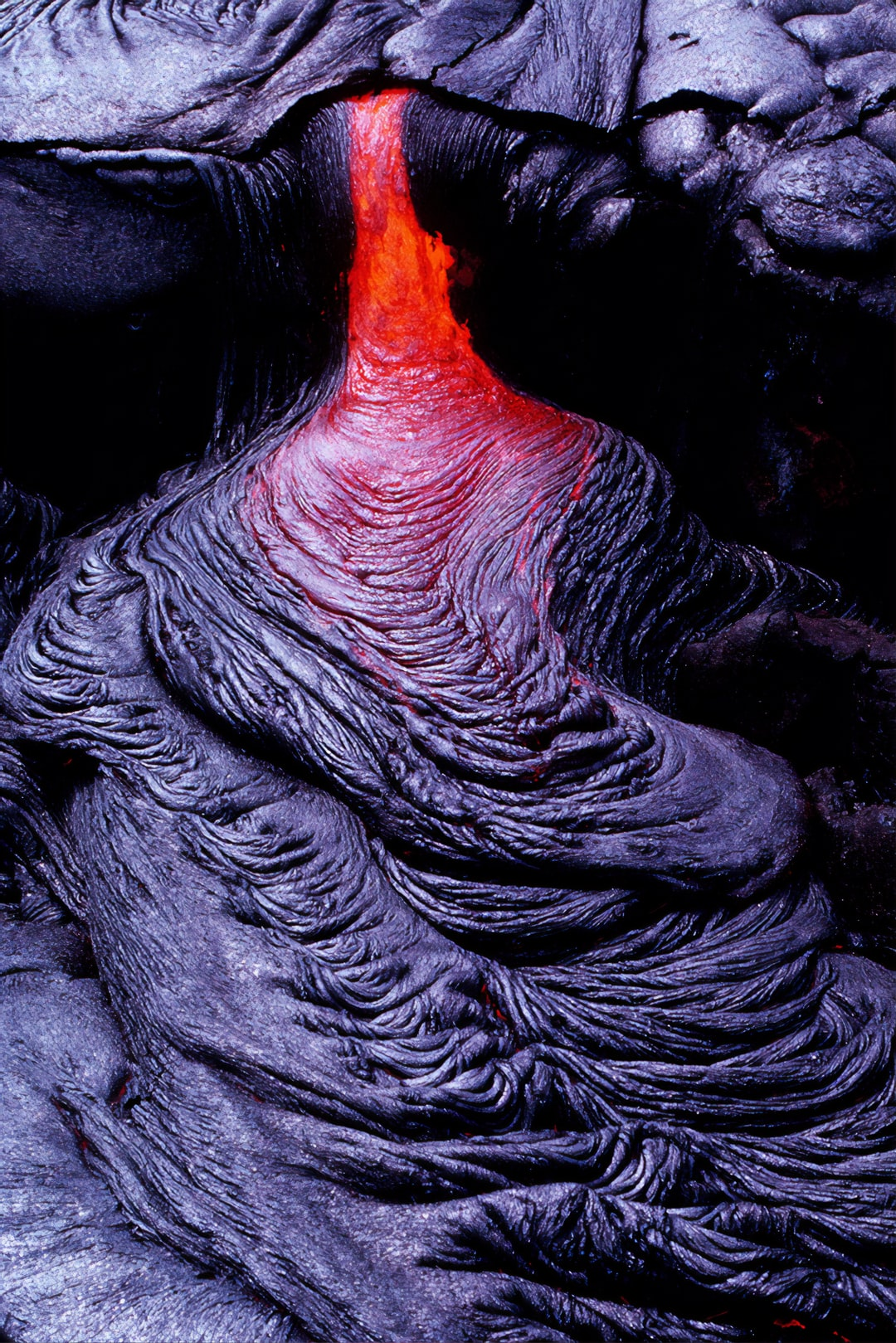 Pahoehoe ropes form in the Wahaula Lava Flow across from Wahaula Visitor Center on Hawai'i Island during the Kilauea East Rift Zone (ERZ) eruption on 6/15/89.