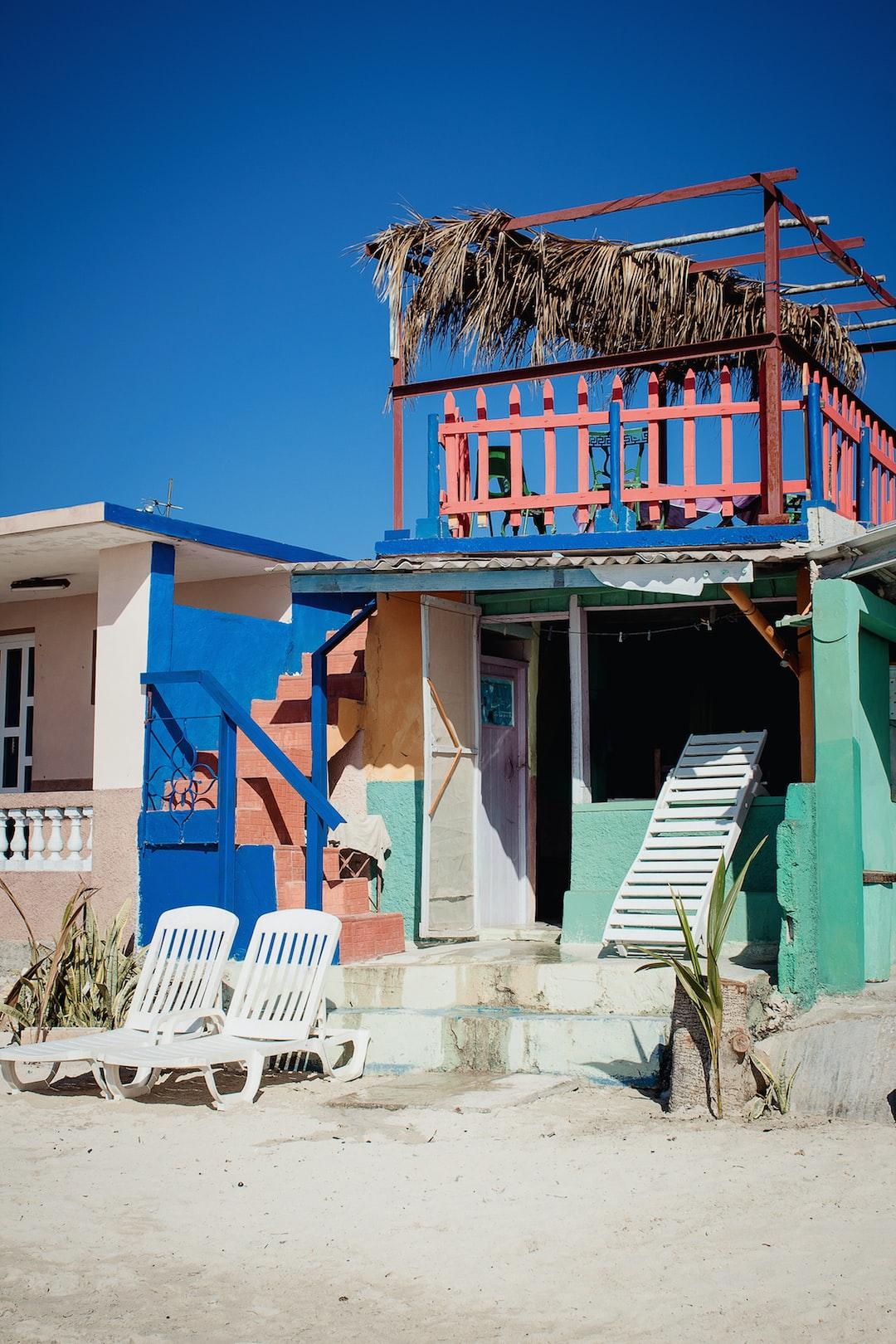 small house, straw roof, deckchair, beach, blue sky, roof top, cuba, playa larga