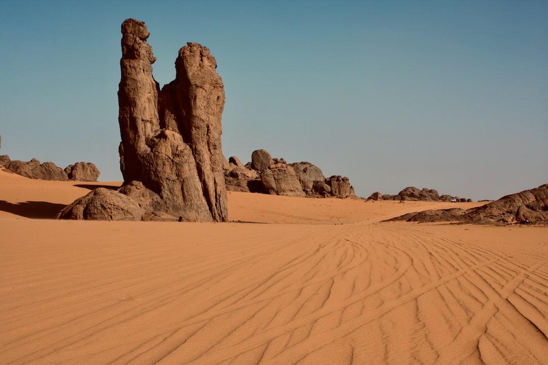 Algerian Sahara, couple in stone, Tassili