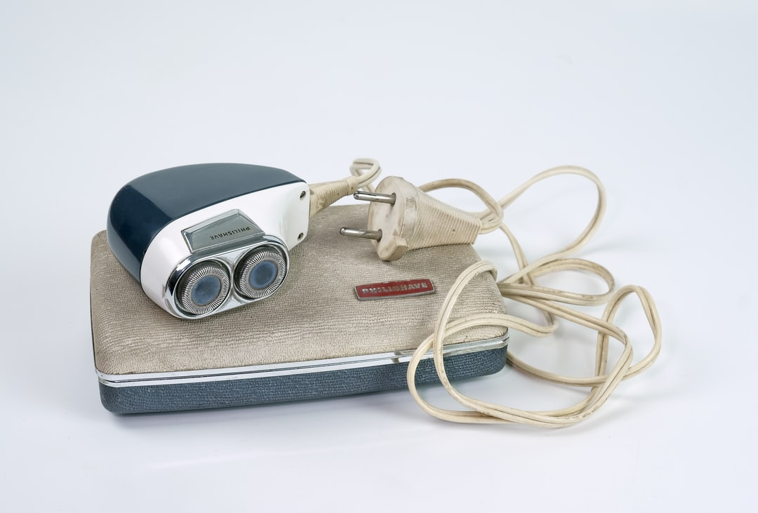 Shaver vintage model with original case and powercord. Belonged to my granddad.