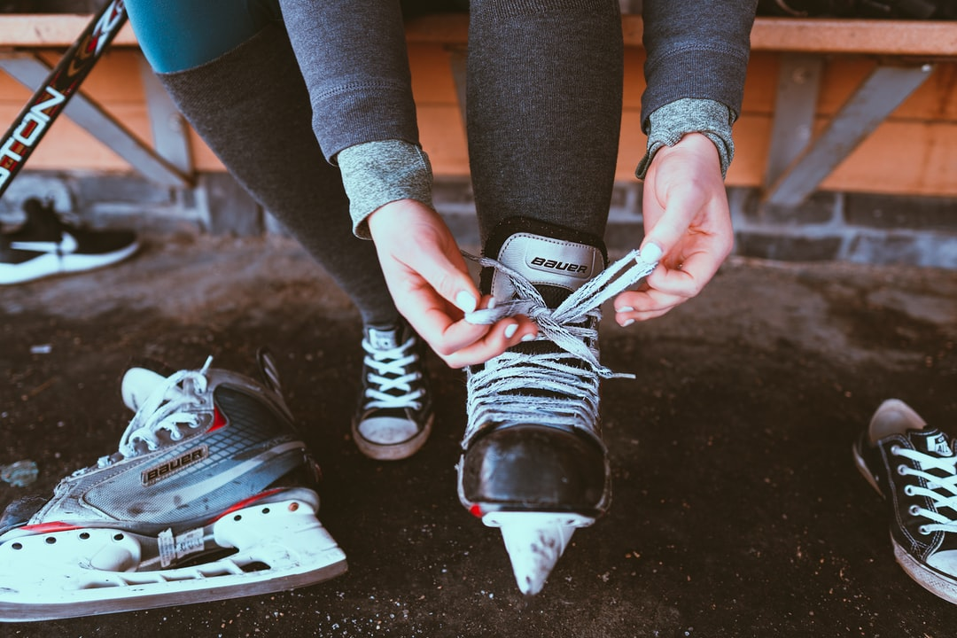Girl tying skates  insta: @sichpicsss