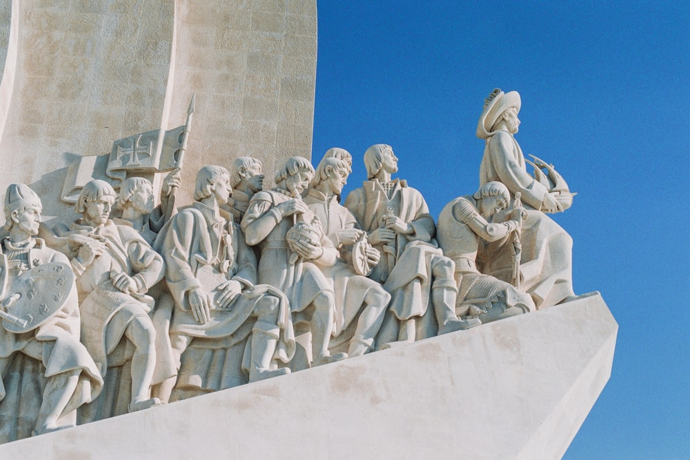 people statues under blue sky during daytime