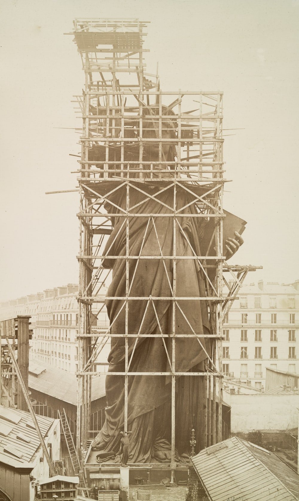 statue of liberty in paris being assembled