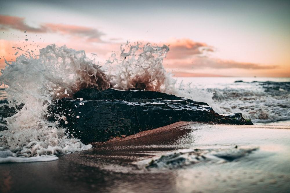 ocean waves crashing on shore during daytime
