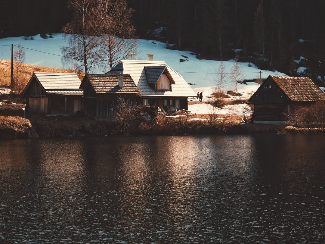 Cabine by the lake
