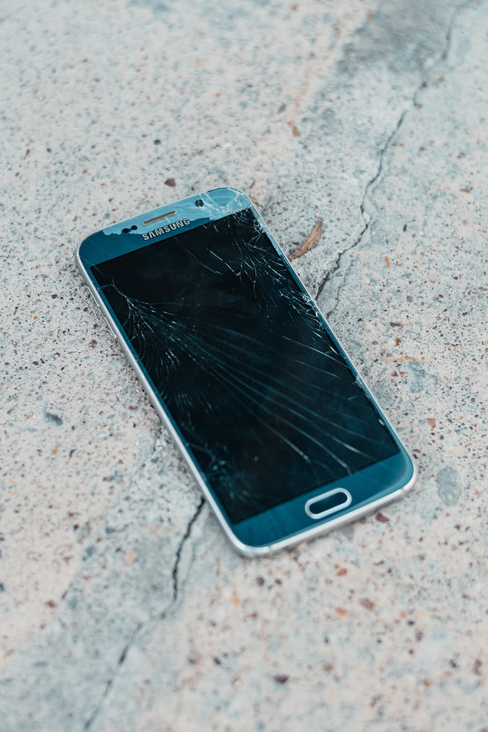 Broken Phone Pictures Download Free Images On Unsplash