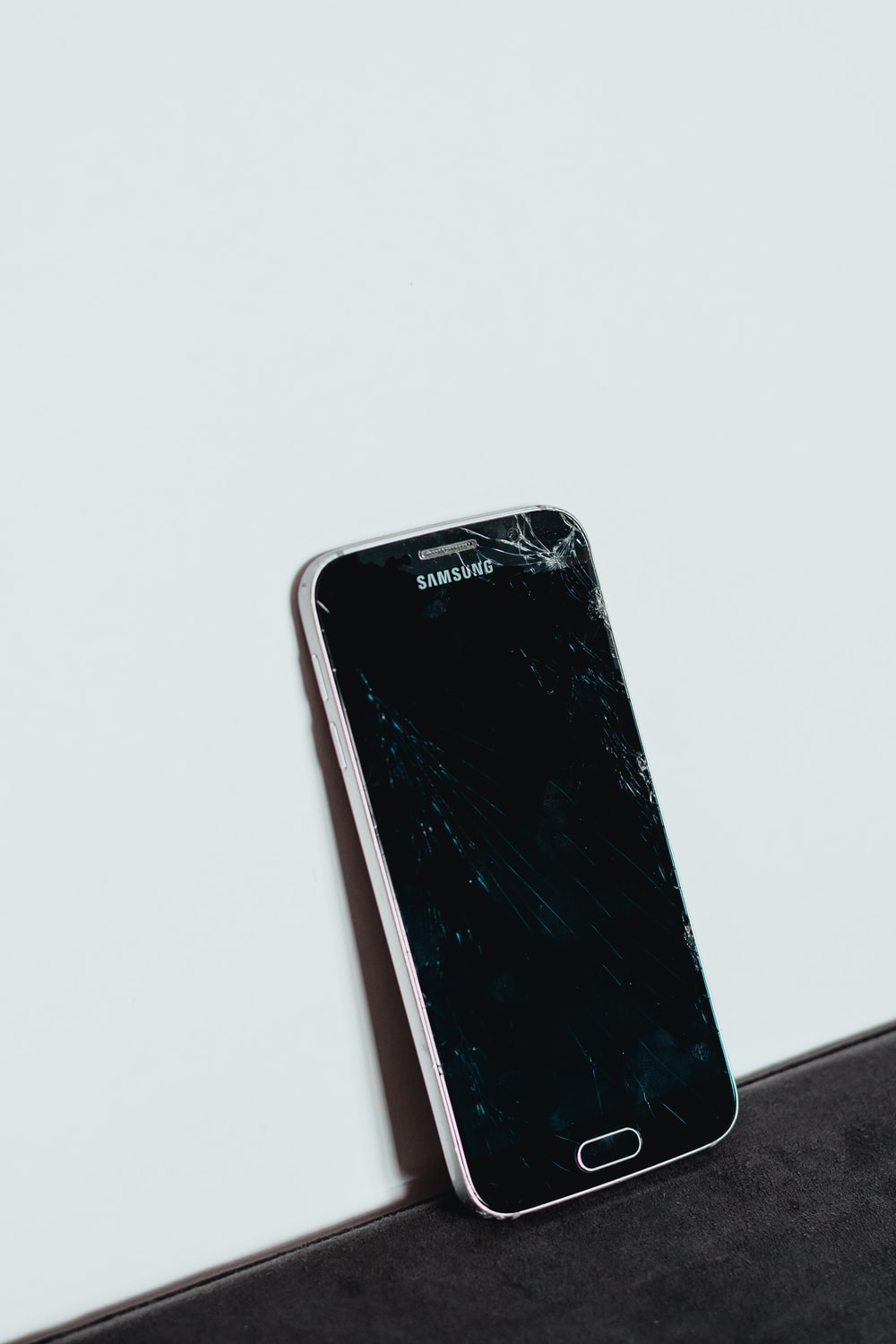 Black Iphone 11 Pictures Download Free Images On Unsplash