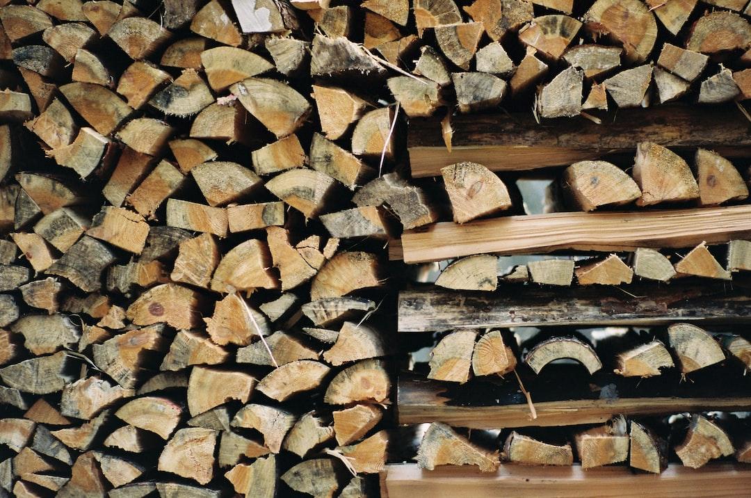 Stack of freshly cut firewood logging lumberjack. Made with Leica R7 (Year: 1994) and Leica Summicron-R 2.0 90mm (Year: 1981). Analog scan via nimmfilm.de: Fuji Frontier SP-3000. Film reel: Kodak Portra 400