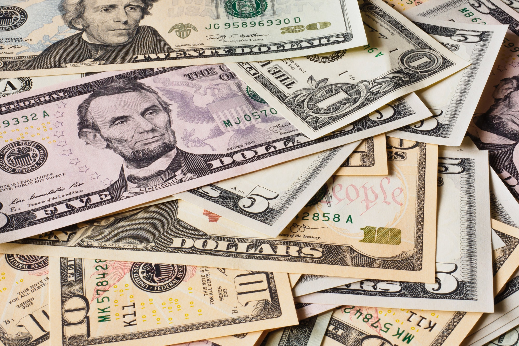 全球债务总额飙至296万亿美元,加拿大美国深陷危机