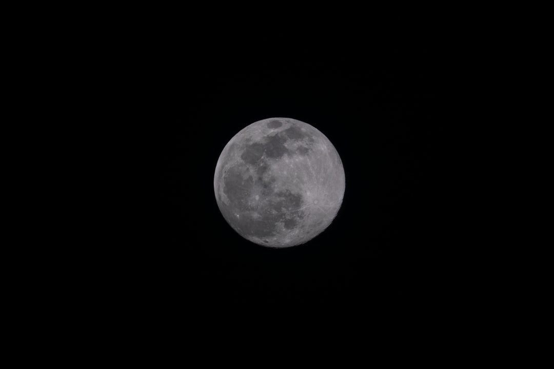 Moon from downtown Chicago in March 2020.  Shot with Fujifilm XE-3 and 500mm Tamron F/8.
