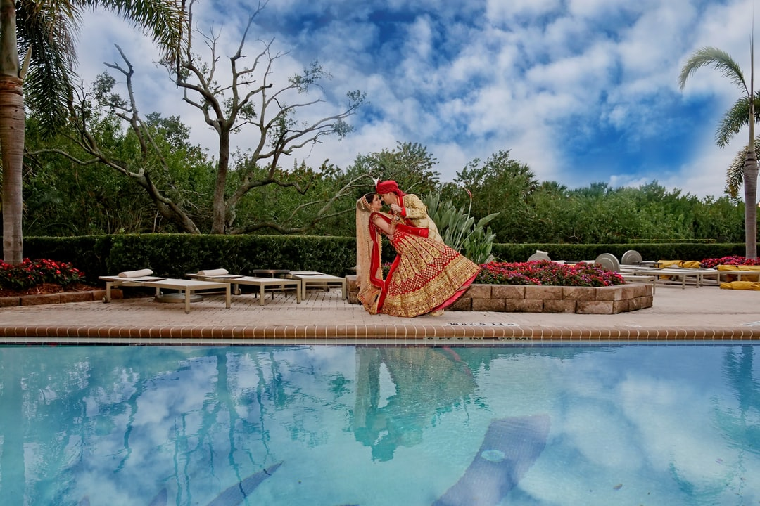 indian-wedding-couple-portrait-by-water