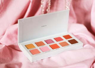 white and brown eyeshadow palette