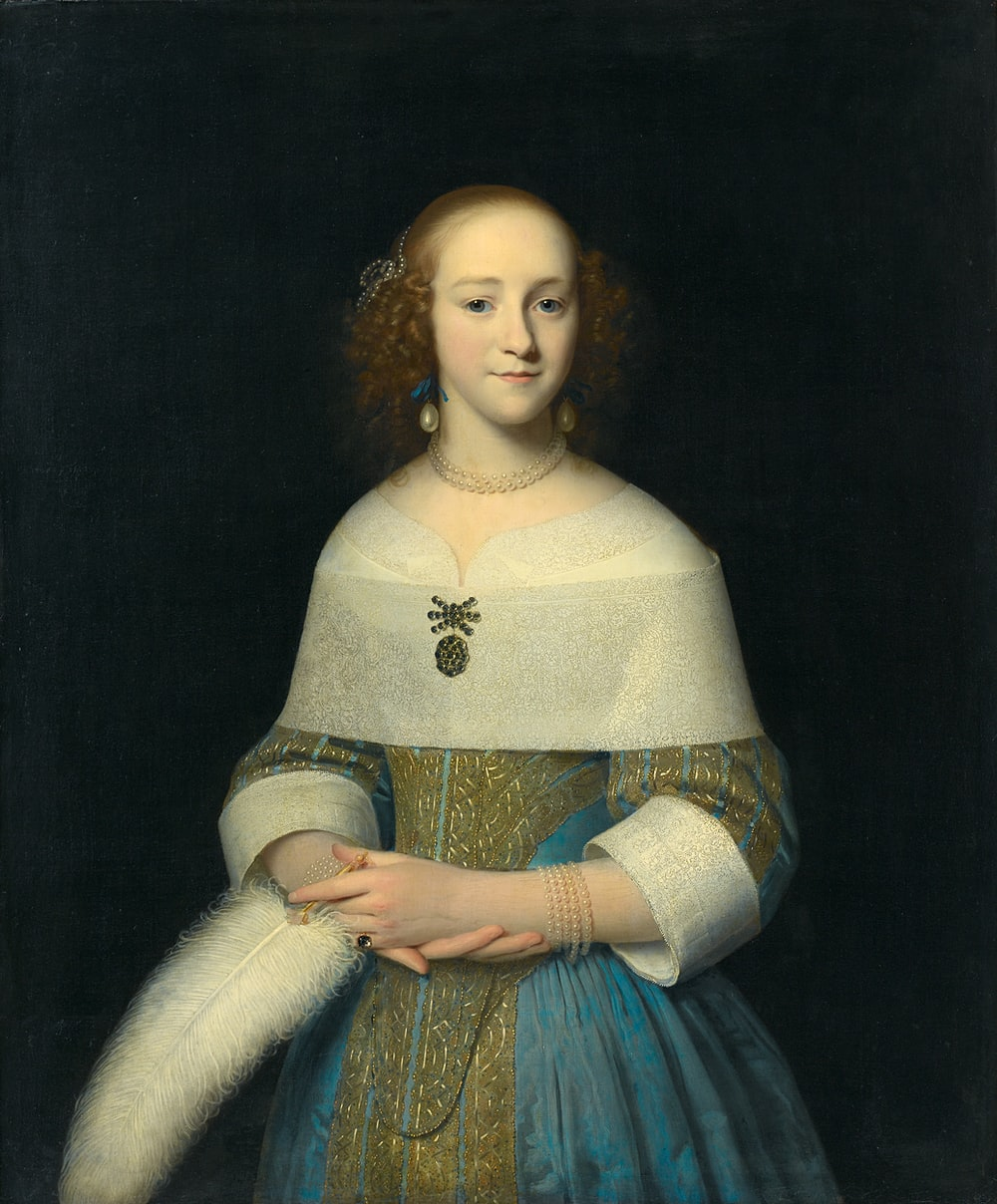 woman in white and blue dress