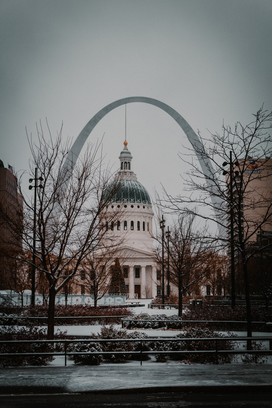 the st louis arch and capitol building