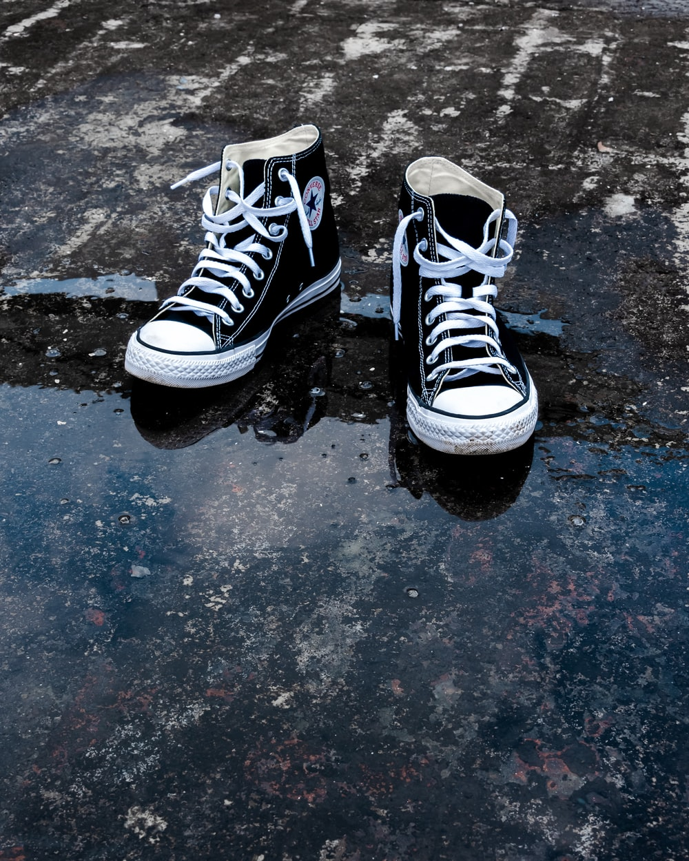black and white converse all star high tops