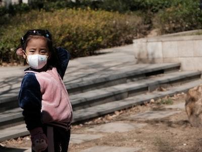 Prof. Bacco: mascherine? Non servono a niente, ci fanno solo respirare più virus e batteri