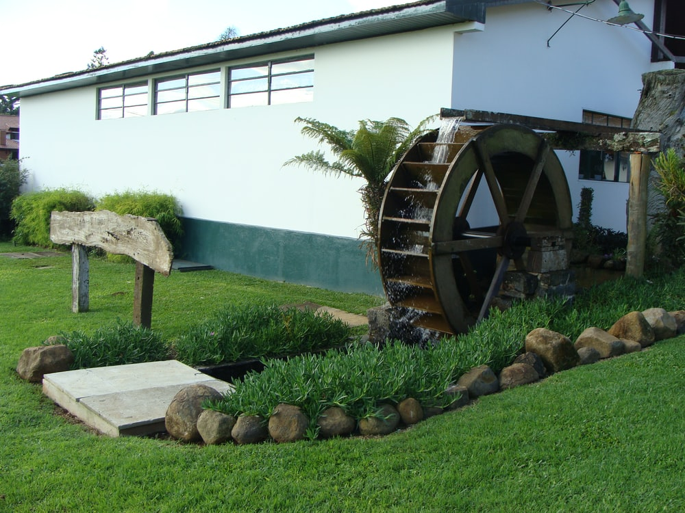 brown wooden wheel on green grass lawn