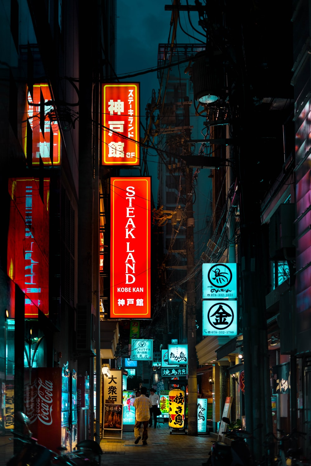 red kanji text signage on brown building during daytime