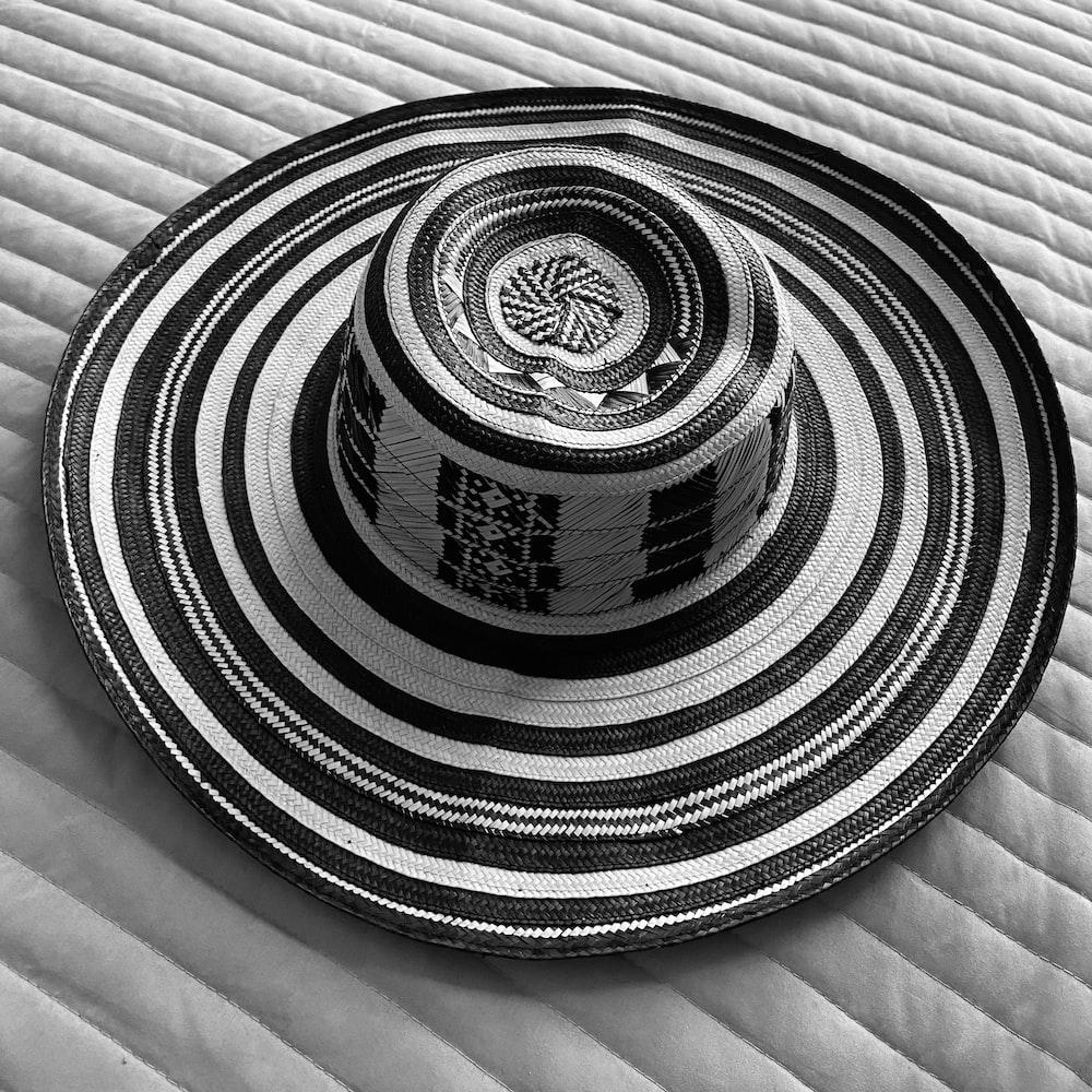 black and white round decor