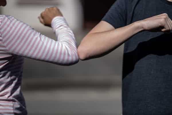 הרהורים על הביטוי 'ביד חזקה ובזרוע נטויה' בראי הקורונה