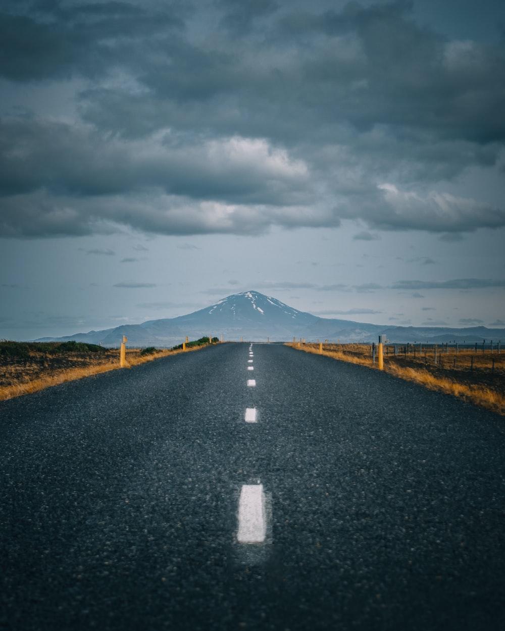 gray asphalt road under gray cloudy sky
