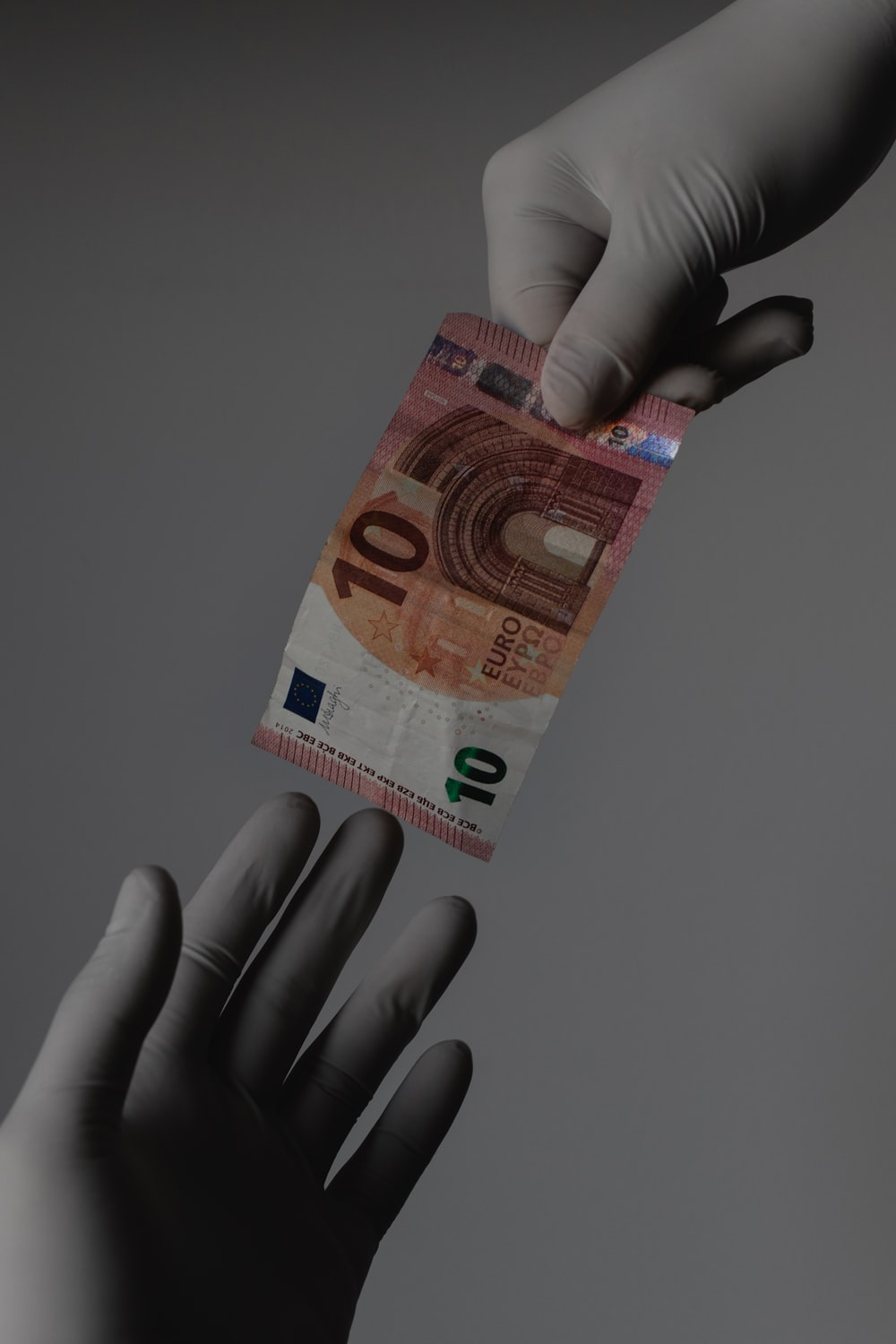 10 euro bill on persons hand