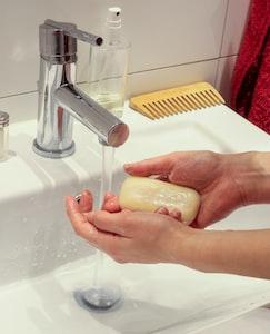 Oltre alle mani è importante lavarsi bene anche il naso