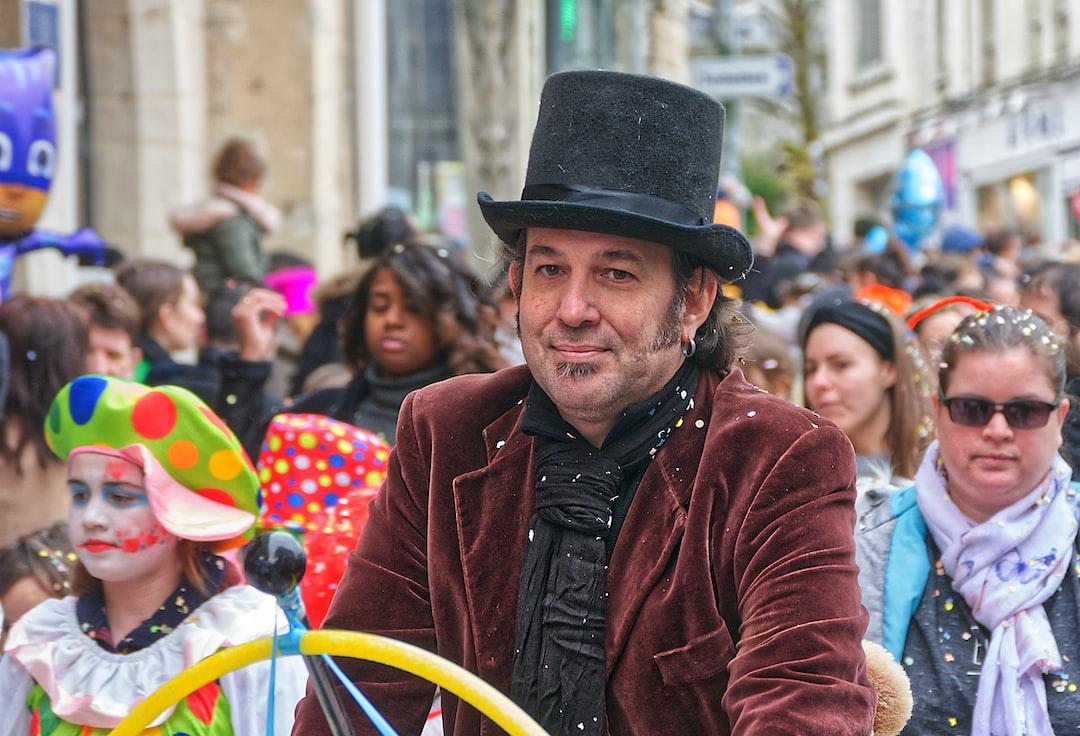 M. Loyal sur un vélo au carnaval de Lagny Sur Marne