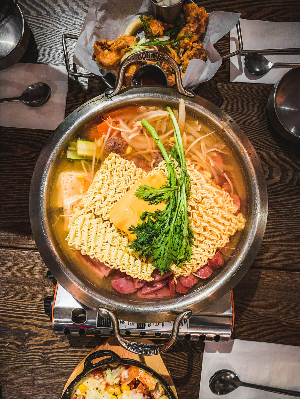 부대찌개 (budaejjigae, sausage stew)