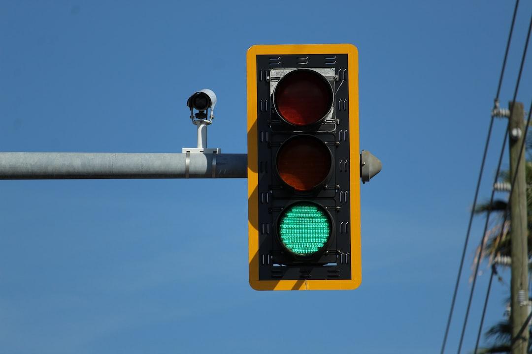 Comment fonctionnent les feux signalétiques tricolores?