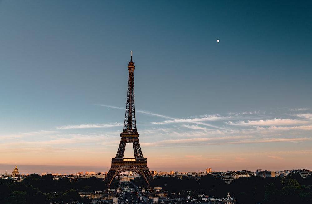 eiffel tower under blue sky during sunset