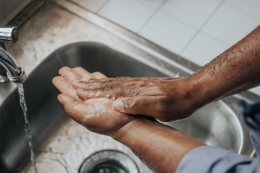 You must wash your hands effectively even with a face mask by Mélissa Jeanty