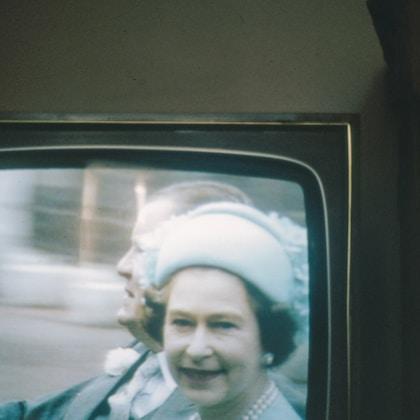 S4 E5 躺在白金汉宫床底下替英国皇室操碎了心
