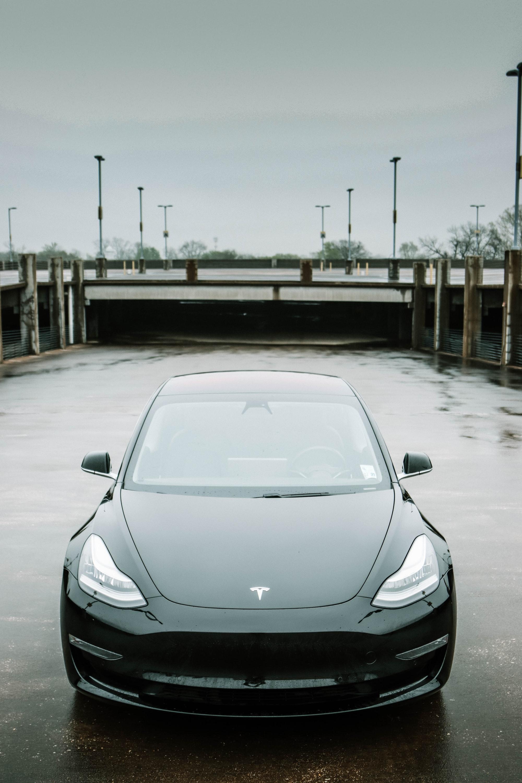 Apple vs. Tesla