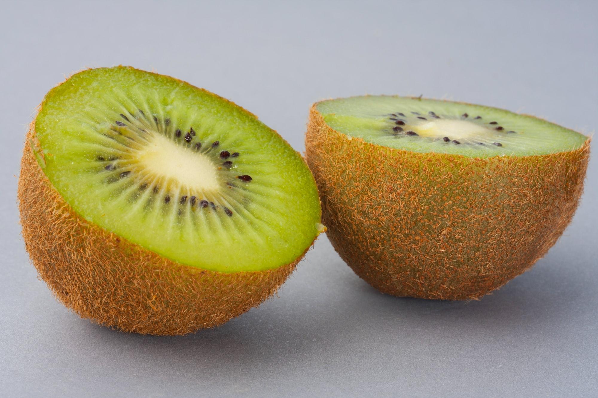 Fresh Kiwi Halves