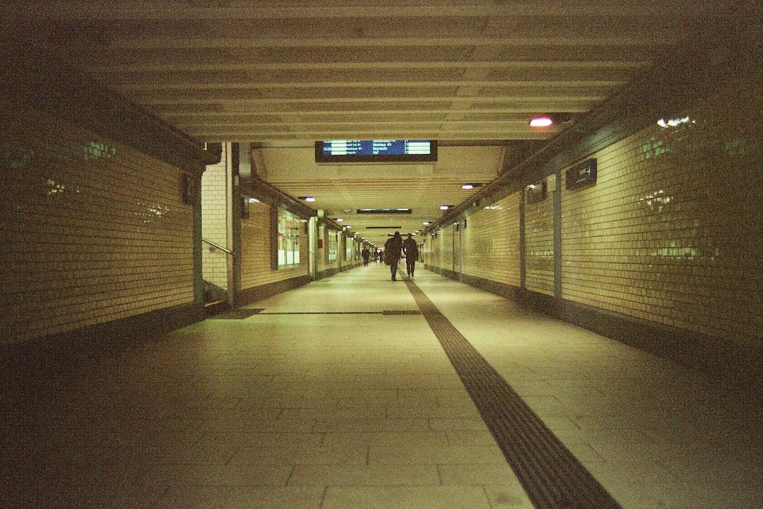 Main Railroad Station - Nuremberg. Empty gangway - Coronavirus disease outbreak COVID-19 warning alarm message curfew exit restriction. Made with Leica R7 (Year: 1994) and Leica Summicron-R 2.0 35mm (Year: 1978). Analog scan via Foto Brinke Forchheim: Fuji Frontier SP-3000. Film reel: Kodak Color 400 (expired 2006)