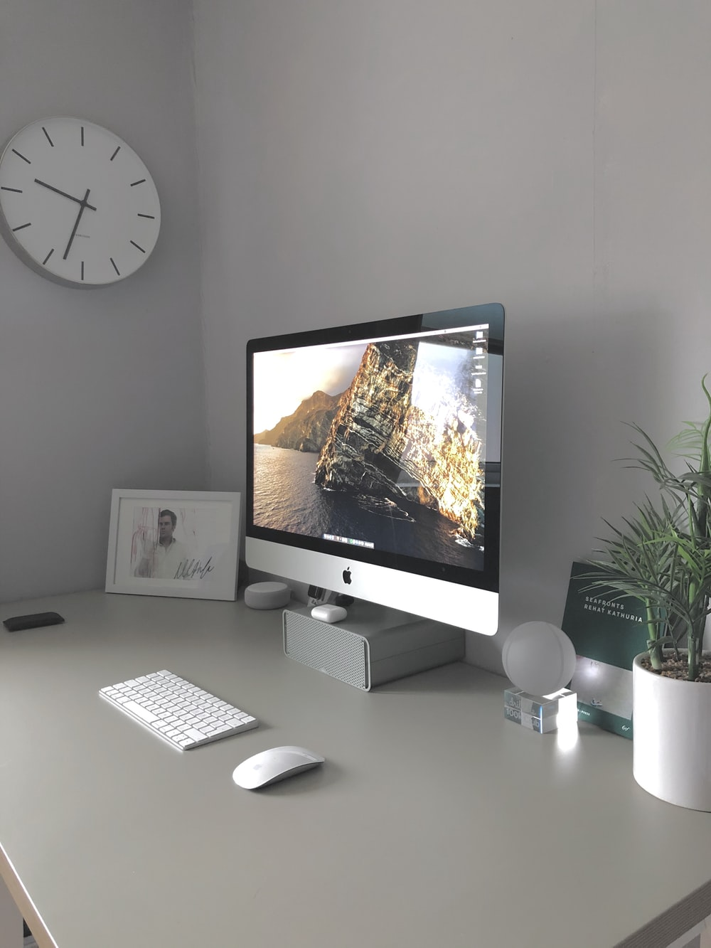 silver imac on white table