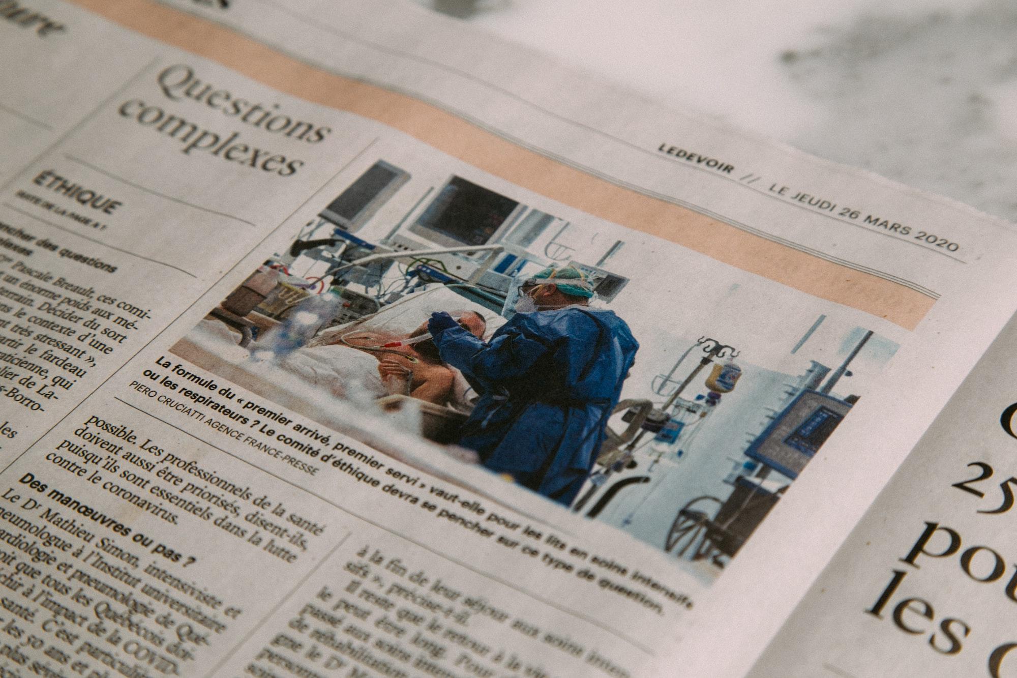 Doctors treating patients (Newspaper)Mối quan hệ giữa định hướng và xu hướng nghề nghiệp