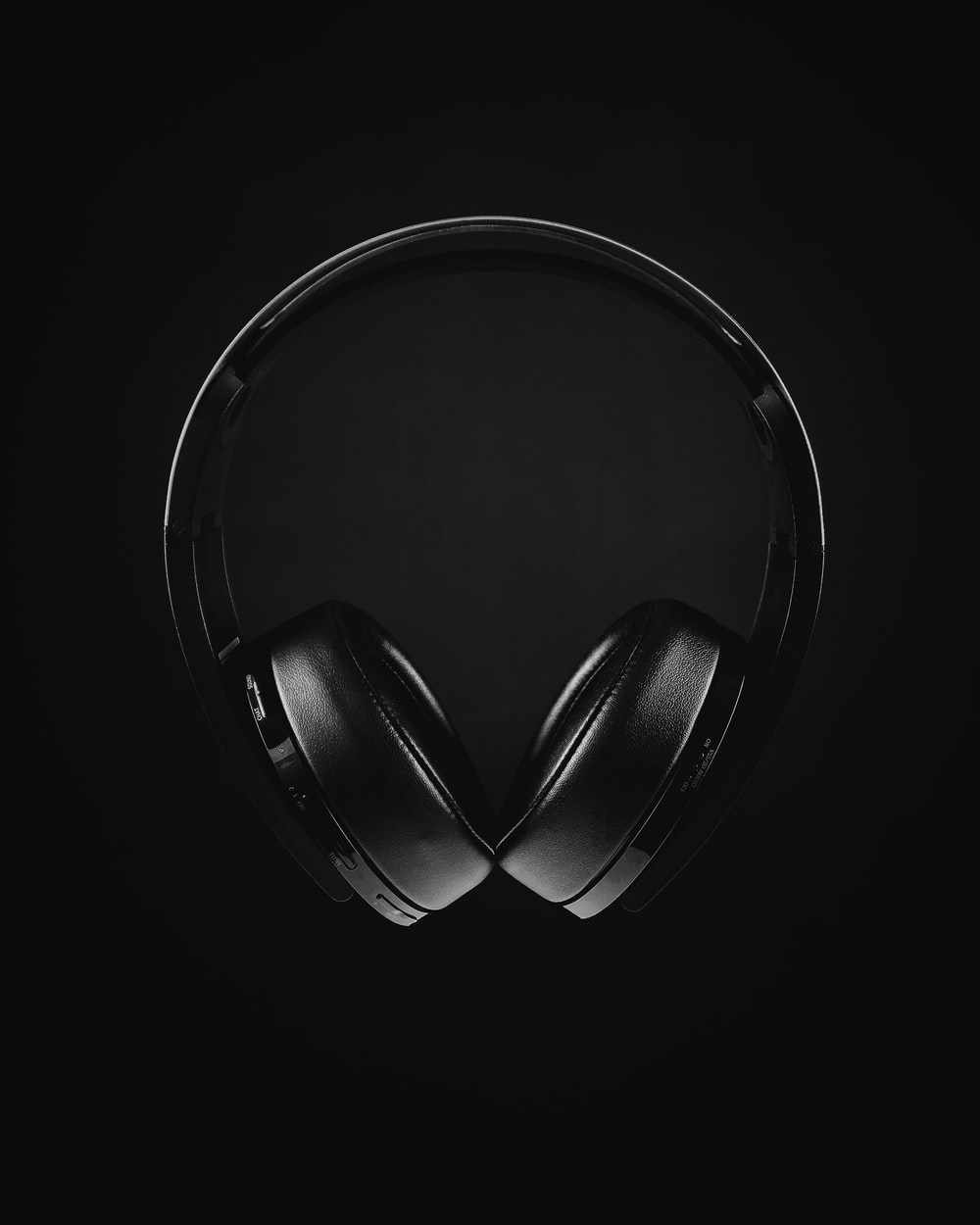 black and white photo of headphones