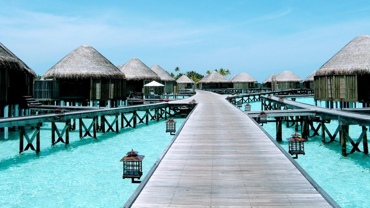 Maldives-water-villa-bridge