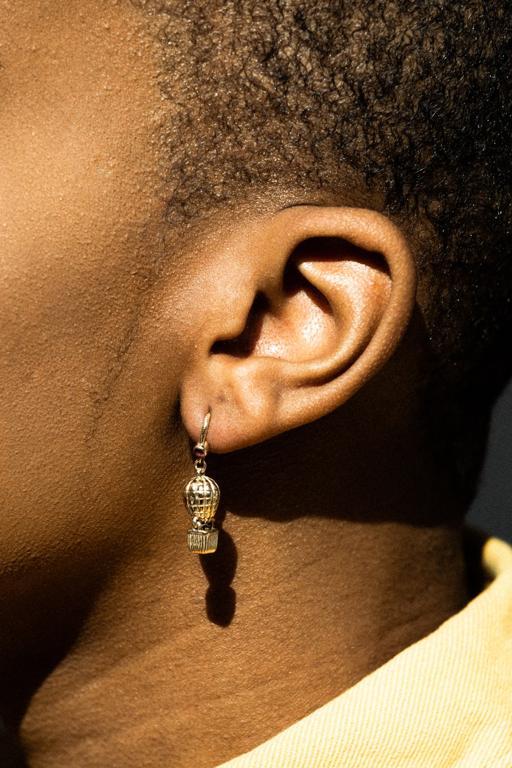 woman wearing silver and black earring