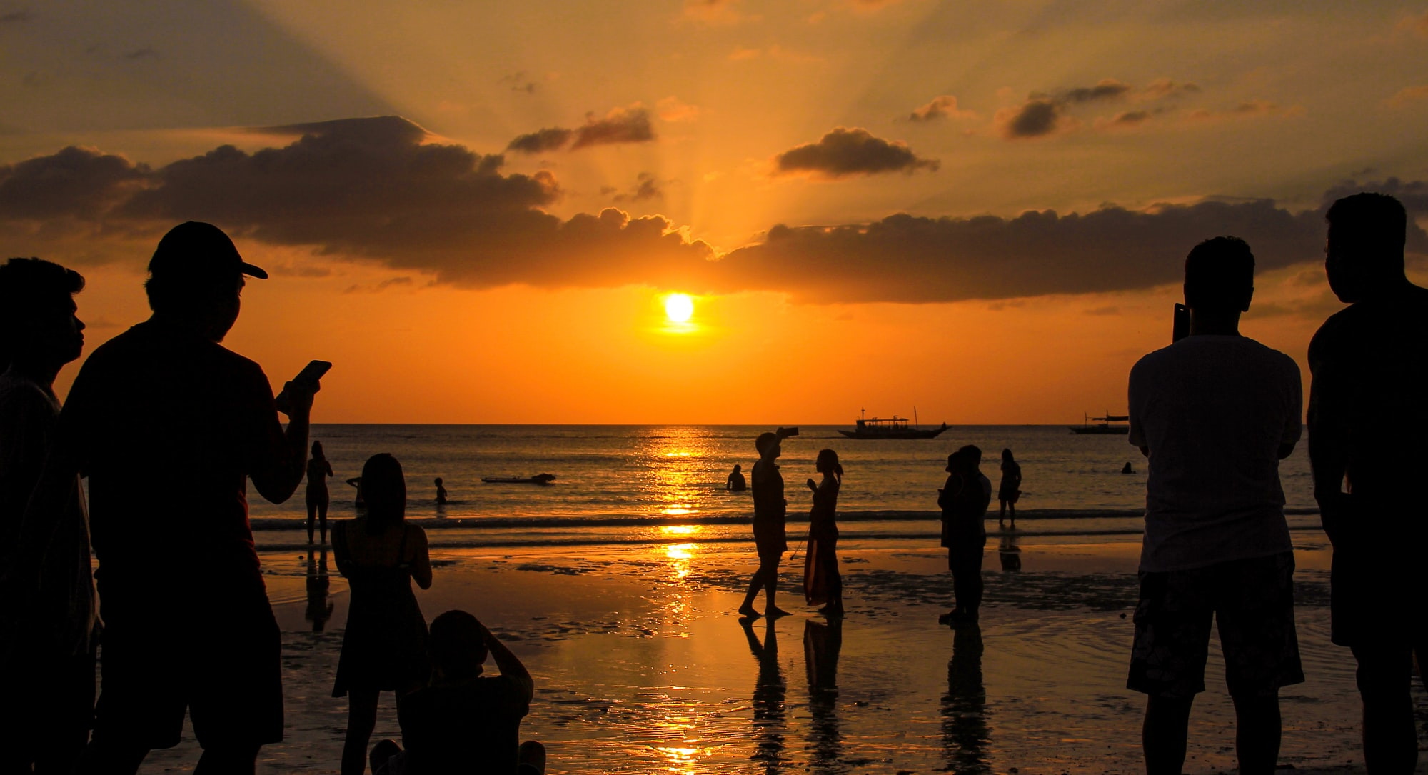 Crowd during sunset at Boracay